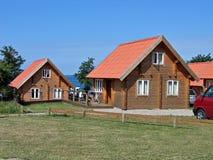 Le bois enregistre la maison d'été Photos stock