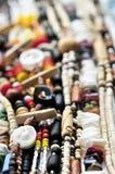 Le bois et le seashell perlent des colliers photo stock