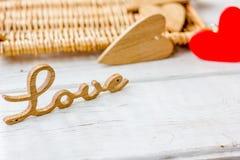 Le bois marque avec des lettres l'AMOUR pour la Saint-Valentin Photographie stock
