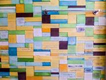 Le bois rapièce la couleur de fantaisie aléatoire photographie stock libre de droits