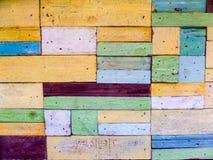 Le bois rapièce le fond de fantaisie aléatoire de couleur photographie stock
