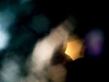 Le bokeh d'étoile sont à un arrière-plan noir Photo stock