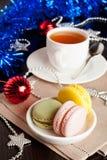 Le bonbon français multicolore à macarons traite le cadeau de Noël Photo libre de droits