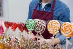 Le bonbon a glacé des lucettes d'Andy à vendre sur le marché d'agriculteur ou la foire de pays Photos libres de droits