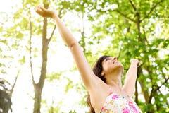 Le bonheur et détendent sur la nature Images stock