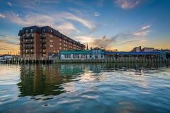 Le bord de mer au coucher du soleil, à Annapolis, le Maryland Photographie stock libre de droits
