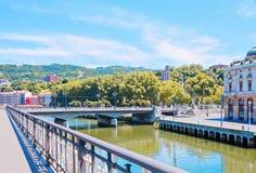 Le bord de mer de la rivière de Nervion à Bilbao l'espagne Image stock