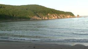 Le bord de mer sur le crépuscule banque de vidéos