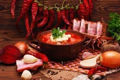 Le borscht ukrainien traditionnel de soupe à betterave photographie stock