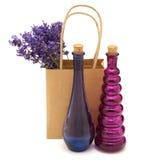Le bottiglie dell'annata ed i fiori della lavanda Fotografia Stock Libera da Diritti
