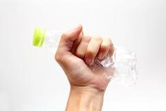 Le bottiglie di acqua di plastica riciclano a disposizione Fotografie Stock