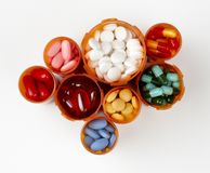 Le bottiglie di prescrizione hanno riempito di medicati variopinto Fotografia Stock