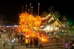 Le bouddhisme floral de culte de défilé. Image libre de droits