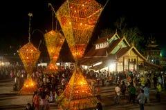 Le bouddhisme floral de culte de défilé. Images libres de droits