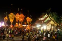 Le bouddhisme floral de culte de défilé. Image stock