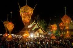 Le bouddhisme floral de culte de défilé. Photographie stock