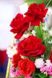 Le boupuet de roses rouges pour la Saint-Valentin Image libre de droits
