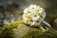 Le bouquet blanc et jaune de mariage dans la nature, le jour de valentines et la célébration aiment Images stock