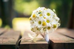 Le bouquet blanc et jaune de mariage dans la nature, le jour de valentines et la célébration aiment Images libres de droits
