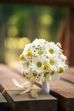 Le bouquet blanc et jaune de mariage dans la nature, le jour de valentines et la célébration aiment Photo stock