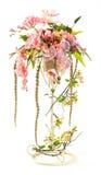 Le bouquet de l'orchidée et la baie en métal bucket Images stock