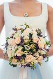 Le bouquet de la jeune mariée image stock