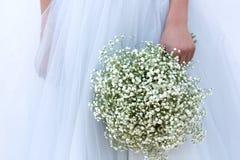Le bouquet de la jeune mariée Photographie stock