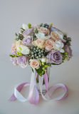 Le bouquet de la jeune mariée Photo stock
