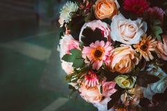 le bouquet du gerbera de roses de fleurs fleurit des oeillets Photos stock