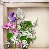 Le bouquet du ressort fleurit sur un fond de vintage Images stock