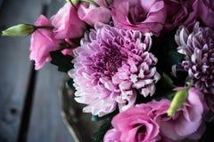 Le bouquet du rose fleurit le plan rapproché, l'eustoma et le chrysanthème Photo libre de droits