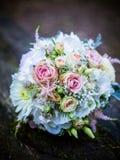 Le bouquet nuptiale en été photographie stock libre de droits
