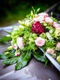 Le bouquet nuptiale en été image stock