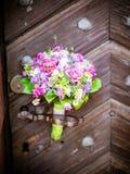 Le bouquet nuptiale en été photos stock