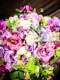 Le bouquet nuptiale en été photographie stock