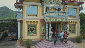 Le bourdon montre le temple saint célèbre décoré des peintures de mur clips vidéos
