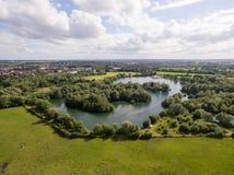 Le bourdon a tiré d'un lac dans la campagne de Leicestershire Images stock