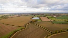 Le bourdon a tiré d'un lac dans la campagne de Leicestershire Image stock