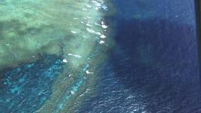 Le bourdonnement aérien a tiré pris de l'hélicoptère du récif externe de récif de grande barrière banque de vidéos