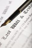 Le bout et le document de testament avec le stylo-plume photos libres de droits