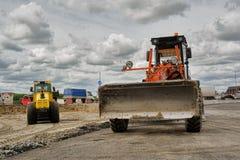 Le bouteur travaille à la construction de routes dans Tyumen Photographie stock