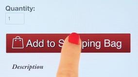 Le bouton s'ajoutent au panier sur des achats en ligne de divers sites Web banque de vidéos
