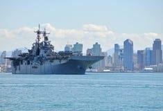 Le boxeur d'USS (LHD 4) se déploie Image libre de droits
