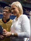 Le boxeur Natascha Ragosina donne des autographes Images libres de droits