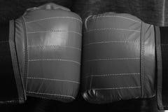 Le boxeur presse des mains ensemble Mains d'athlètes dans les gants en cuir photographie stock libre de droits