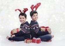 Le bröder på jul royaltyfria foton