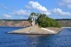 Le brise-lames sur la rivière Volga près de Tolyatti images libres de droits
