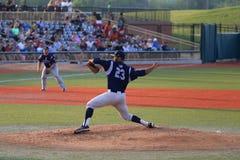 Le broc jette le base-ball Images libres de droits