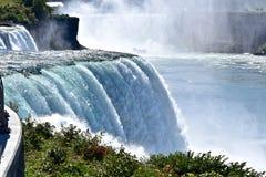Le bruit de l'eau au parc d'état de chutes du Niagara Photo libre de droits