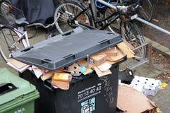 Le bruit réutilisent des déchets non étés vides dans Kastrup Danemark photos libres de droits